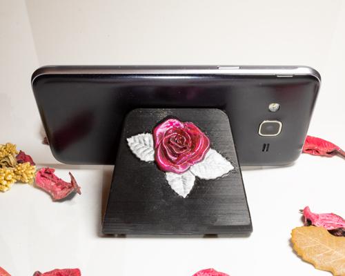 Soporte para móvil con rosas